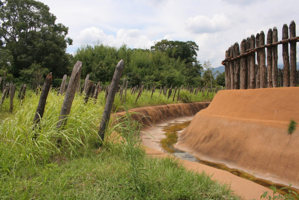 吉野ヶ里遺跡の濠と柵と乱杭