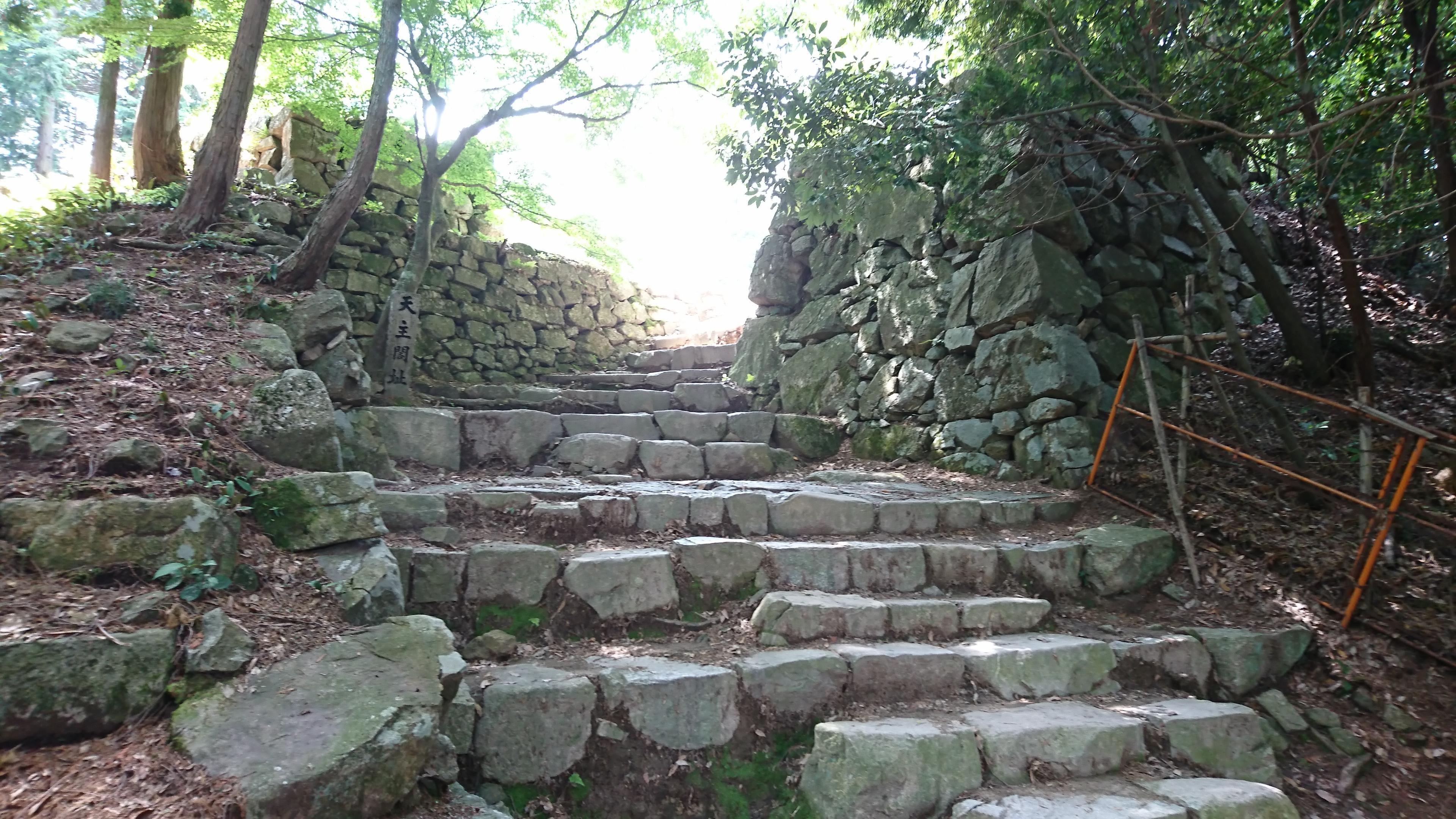 安土城本丸の石垣