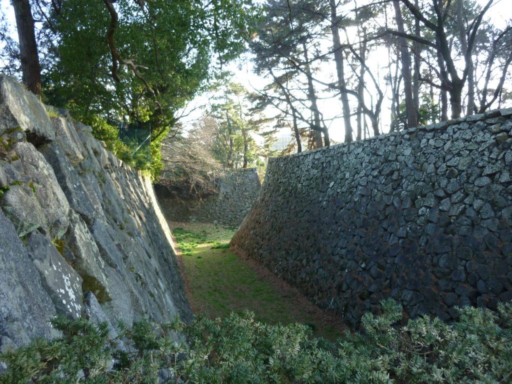 名古屋城大手馬出しの石垣と堀