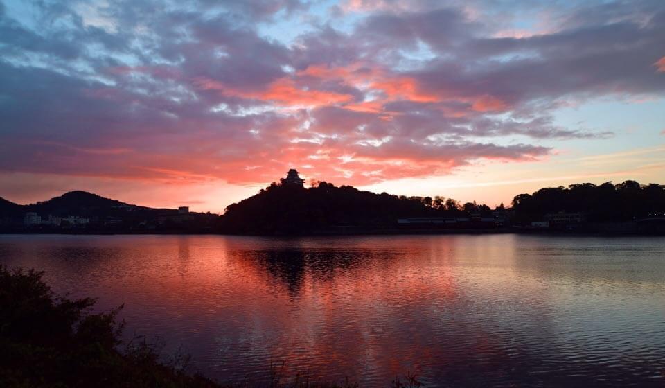 犬山城と朝焼け