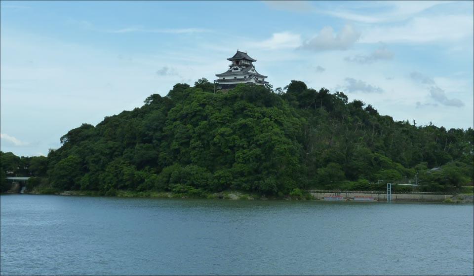 犬山城と木曽川