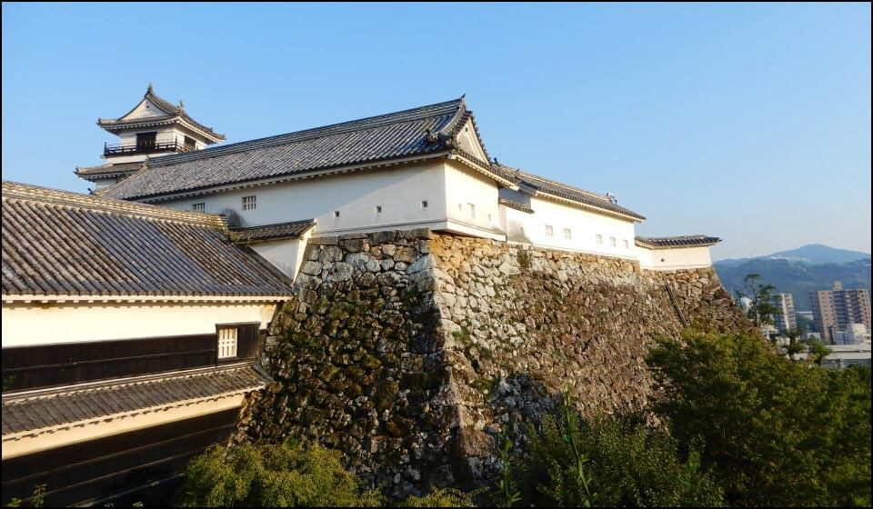 高知城本丸の廊下門と西多聞櫓