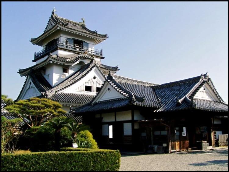 高知城の天守と本丸御殿