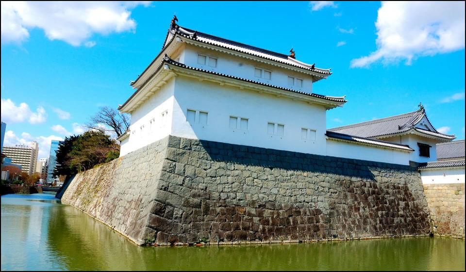 再建された巽(たつみ)櫓