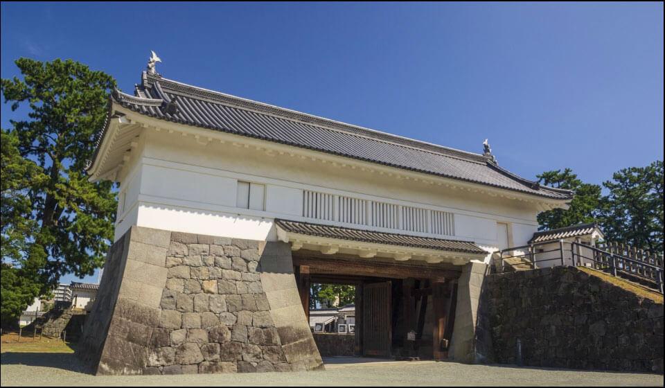 再建された銅門