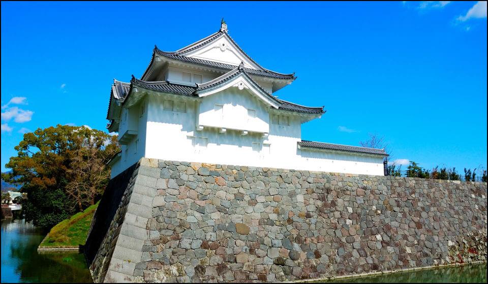 再建された坤(ひつじさる)櫓
