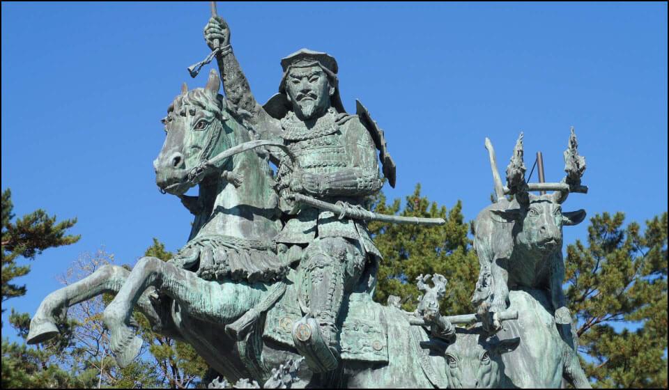 小田原駅前の北条早雲騎馬像