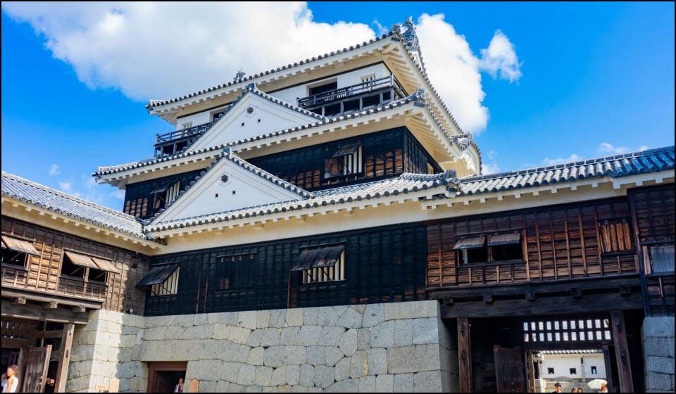 幕末に再建された伊予松山城天守