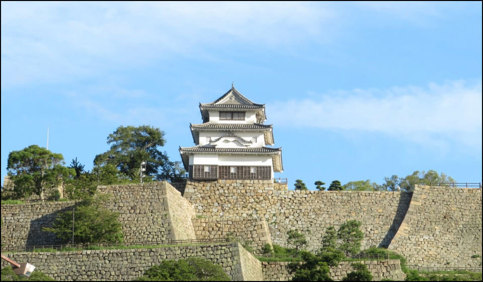 丸亀城天守と石垣