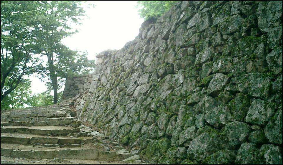 備中松山城の石垣