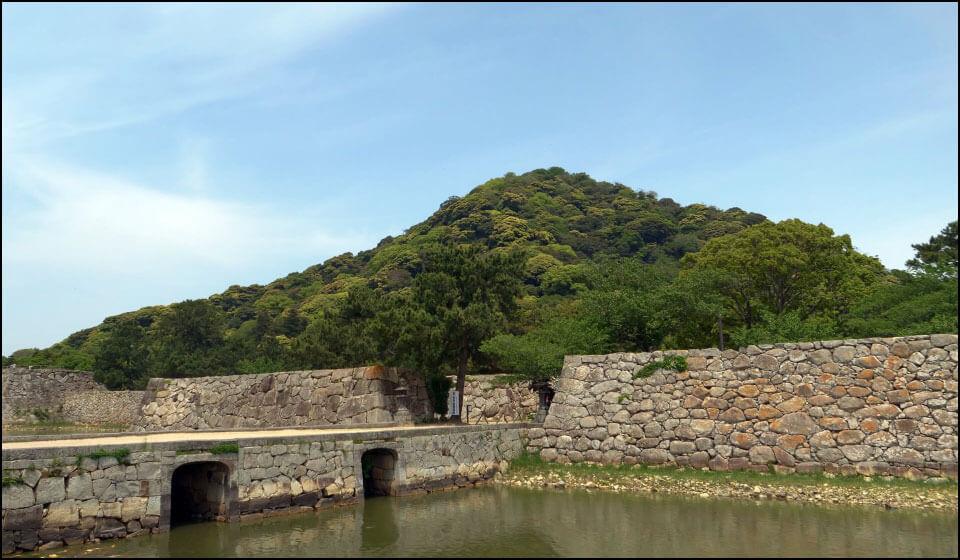 萩城と指月山