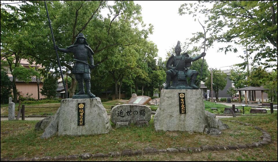 桶狭間古戦場公園の信長像と義元像