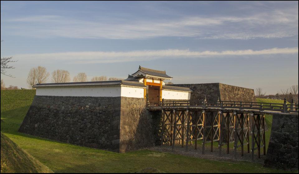 復元された山形城本丸の一文字門