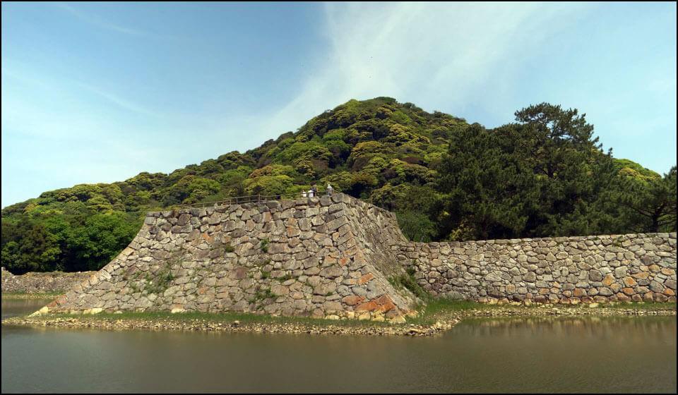 萩城天守台と指月山