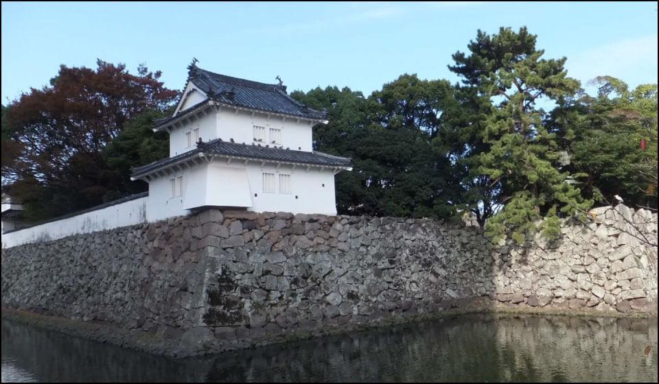 府内城の櫓と石垣