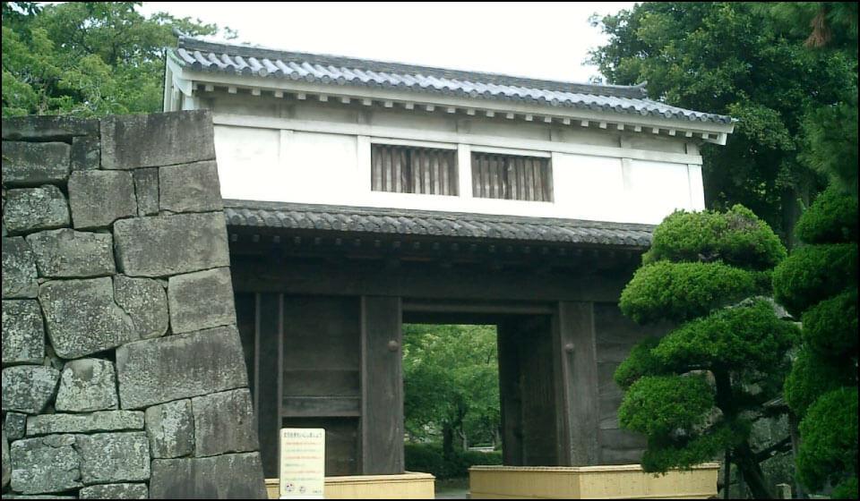 徳川頼宣の改修時から残る岡口門