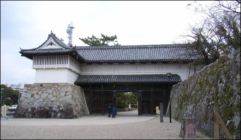 佐賀城に現存する鯱の門