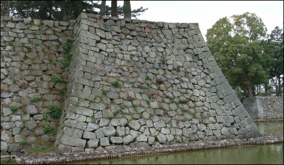 津城の石垣|この上に櫓が建てられていた