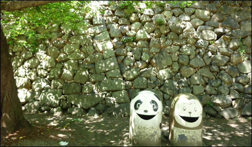 津城の石垣|左右で違う時代に築かれている