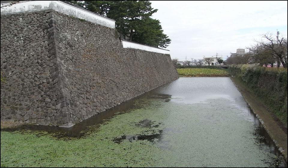 島原城の水堀と石垣