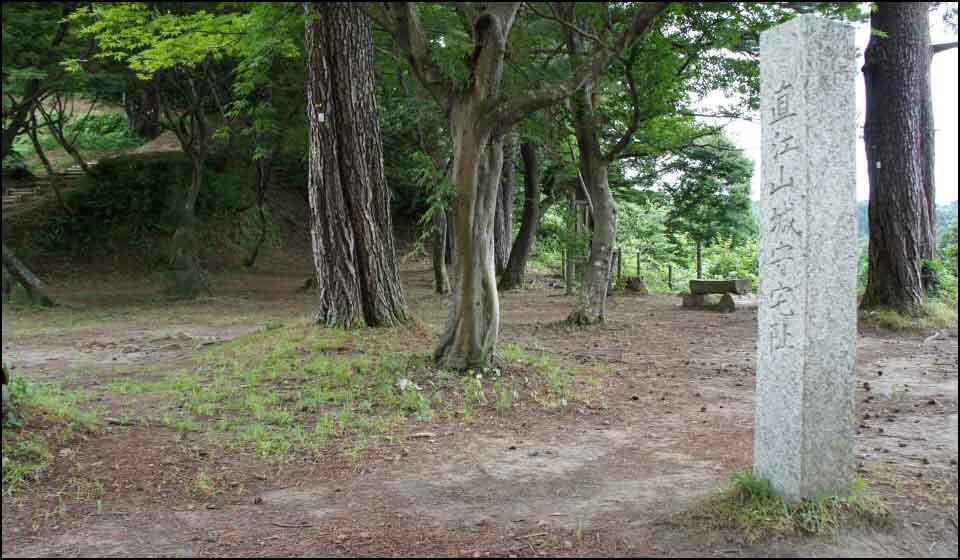 直江兼続の屋敷があったとされる曲輪跡