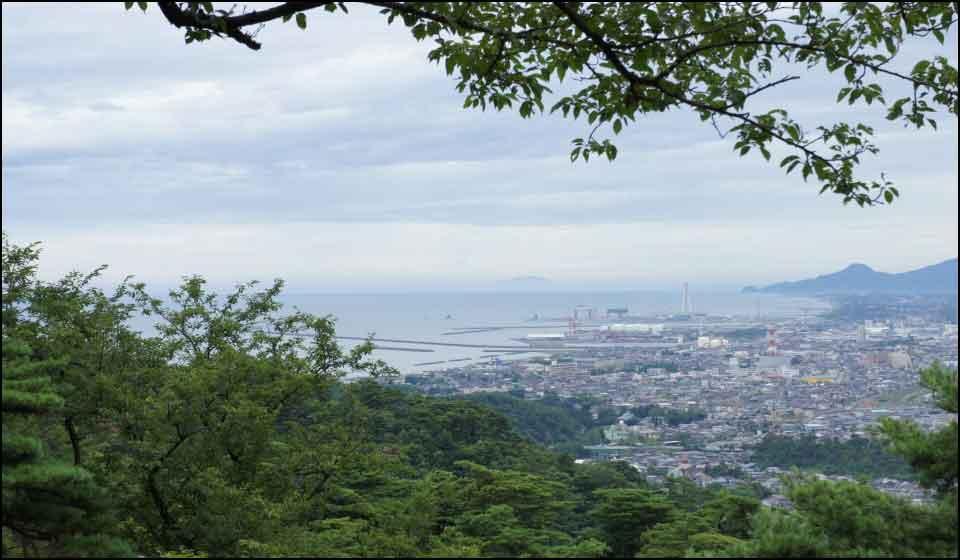春日山城からの日本海と直江津
