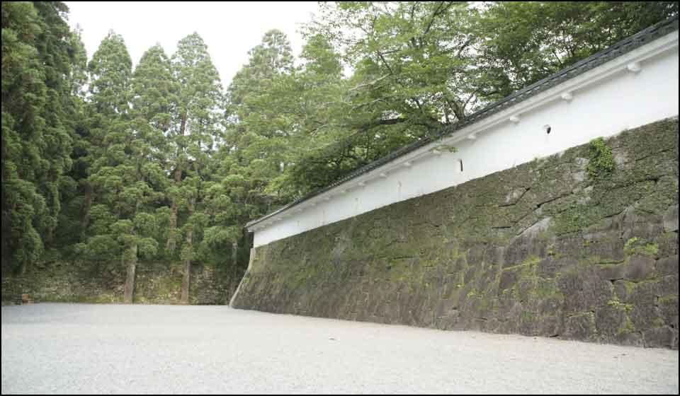 飫肥城の石垣と土塀
